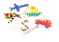 Peg Boards with Pegs (5 Boards + 1000 Pegs)